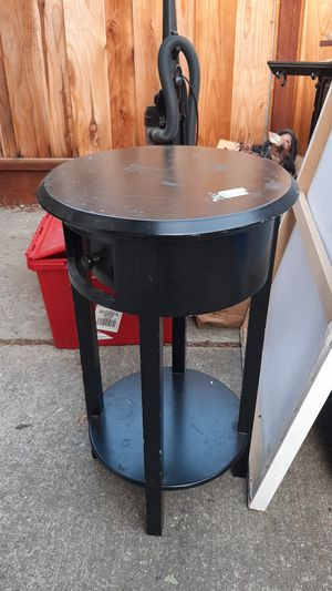 End table with drawer for Sale in Newark, CA