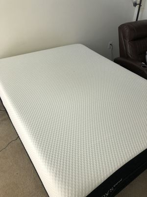 Queen sized Sleepys cool memory foam mattress with remote control adjustable bed frame. for Sale for sale  Atlanta, GA