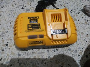 """Dewalt Fast Charger $50 FIRME"""" for Sale in Miami, FL"""