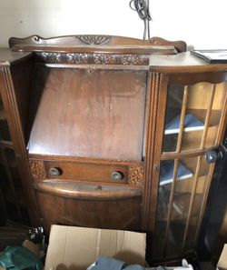 Antique Secretary DropFront Desk w/skeleton key for Sale in Elk Grove, CA