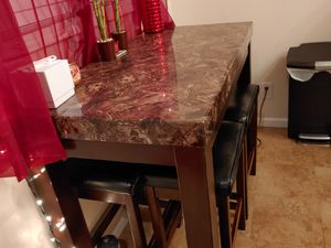 Kitchen table or island and 4 stools for Sale in San Bernardino, CA