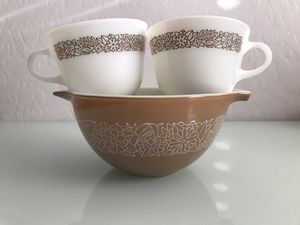 Vintage Pyrex woodland brown 750 ml with 2 vintage Pyrex coffee cups for Sale in Avondale, AZ