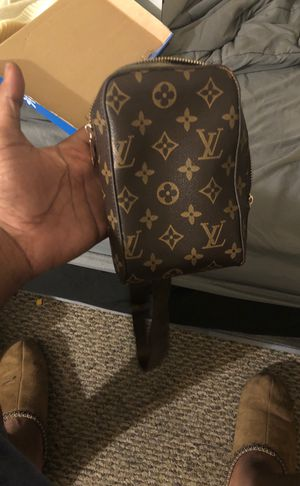 Louis Vuitton' shoulder bag for Sale in Newport News, VA