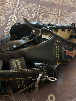 Child Baseball Glove for Sale in San Diego,  CA