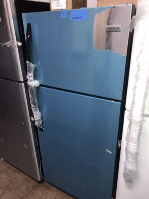 New Frigidaire 30in top and bottom refrigerator 6 months warranty for Sale in Baltimore, MD
