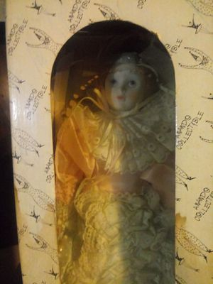 ANANDO. COLLECTIBLE Antique disply doll for Sale in Detroit, MI