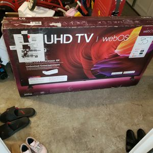 LG 55 INCH UHD SMART TV BROKEN SCREEN for Sale in Dallas, GA