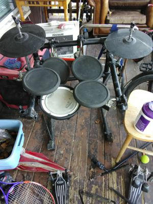 Roland Electric drum set and kd8 kick trigger pad with pedals for Sale in Endicott, NY