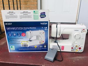Sewing machine/ máquina de coser for Sale in Richmond, VA