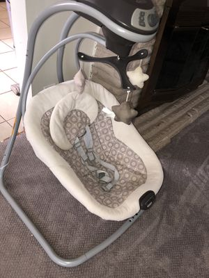 Simple sway baby swing Graco for Sale in Garden City, MI