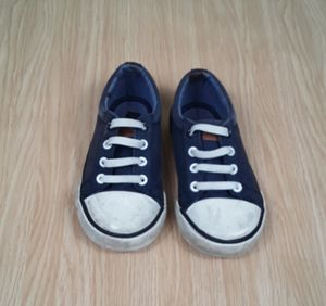 Tommy Hilfiger Toddler Boys Canvas Shoes Size 8 for Sale in Las Vegas, NV