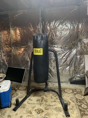Everlast heavy bag and stand for Sale in Manchester, MD