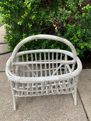 White wicker vintage basket for Sale in Richland Hills, TX