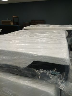 Queen 14 inch cool gel memory foam mattress 50 down same day delivery for Sale in Grove City, OH