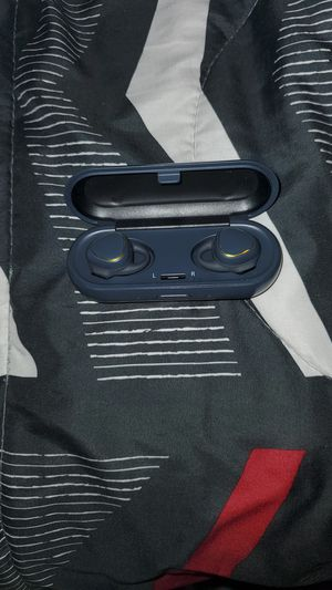 Samsung gear iconX wireless ear buds 100 for Sale in Gahanna, OH