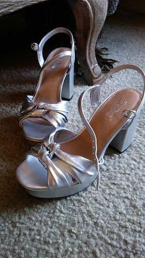 Ladies Sz 5 Silver Chunk Heels + BONUS! for Sale in Wichita, KS