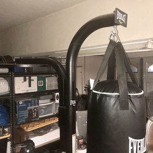 Everlast heavy bag with stand for Sale in Fontana, CA