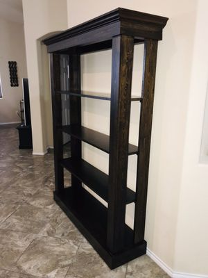 Solid wood Curio cabinet/book shelf. for Sale in Los Fresnos, TX