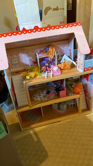 Dollhouse with dolls and accessories for Sale in Alexandria, VA