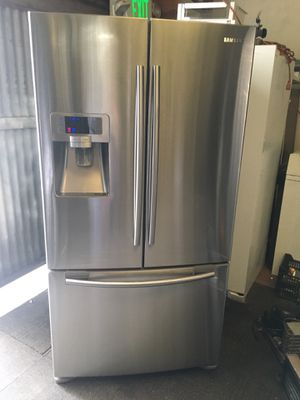 Refrigerator brand Samsung everything is good working condition 90 days warranty delivery and installation for Sale in San Leandro, CA