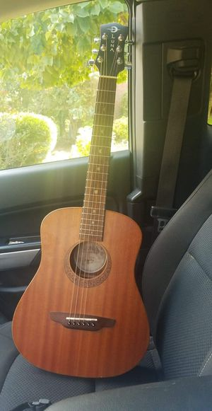 Luna travel guitar for Sale in Redfield, AR