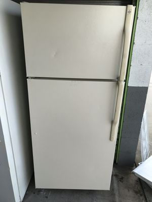 GE Apartment size refrigerator for Sale in Santa Ana, CA