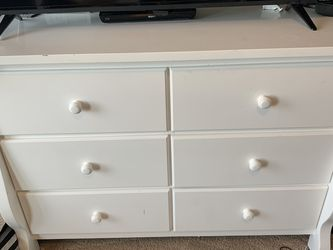 White Twin bunkbed 2 dresser bedroom set and nightstand for Sale in Kent,  WA