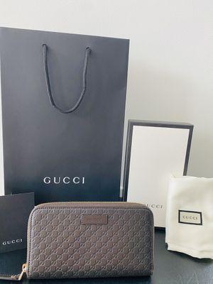 Gucci Brown Zipper Wallet for Sale in Bellevue, WA