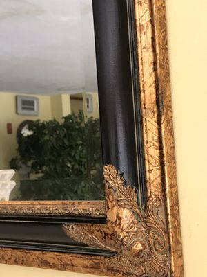 Antique mirror high quality , 34 by 28 , pick up and cash only , not negotiable, firm for Sale in Westwood, MA