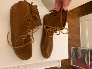 Minnetonka brown suede fringe boots size 9 for Sale in Charlotte, NC