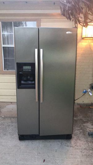 Whirlpool refrigerator good condition/buenas condiciones for Sale in Mesquite, TX