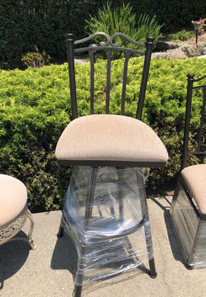 "4 metal bar stools 34"" for Sale in San Carlos, CA"