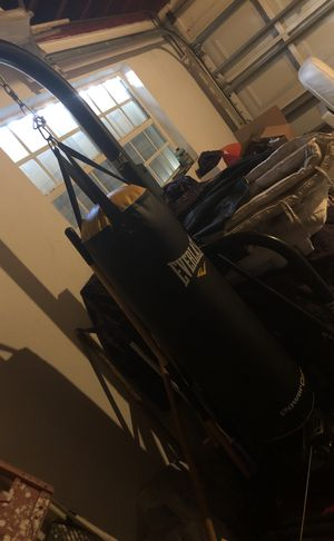 Everlast heavy bag with speed ball and stand for Sale in Oakland Park, FL