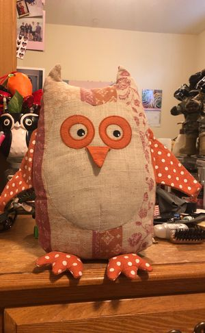 Owl decoration pillow for Sale in Los Angeles, CA