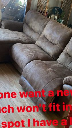 Lazy Boy Reclining Couch for Sale in Los Angeles,  CA