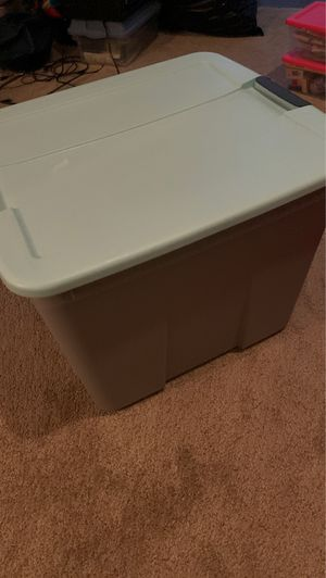 Medium size storage container and lid for Sale in Deltona, FL