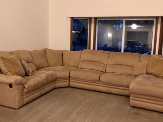 Sectional Sofa W/Pull Out Bed for Sale in Beaverton,  OR