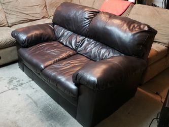 Leather Loveseat Couch - Great Condition for Sale in Las Vegas,  NV