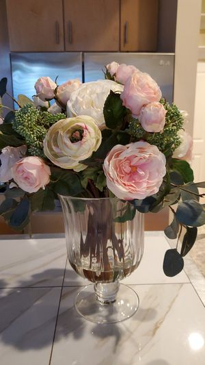 Beautiful silk rose arrangement in vase for Sale in Washington, DC