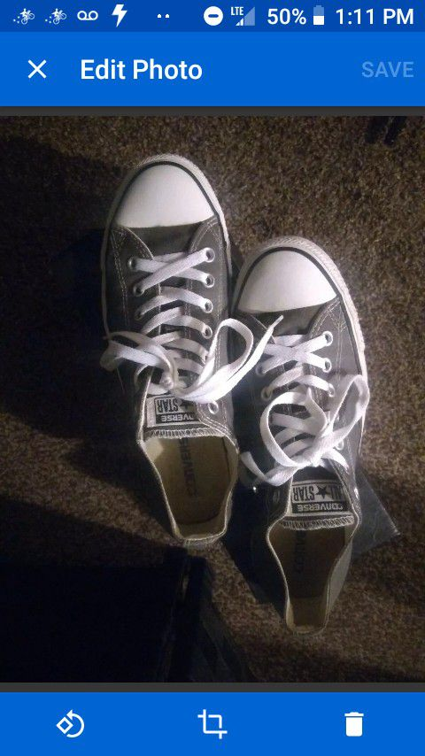 Gray Converse All-Star Chuck Taylor Low Top Men's size 9 or Women's size 11 Very good Condition