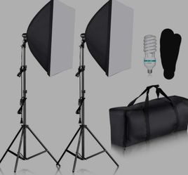 Neewer 700W Professional Photography 24x24 inches/60x60 Centimeters Softbox with E27 Socket Light Lighting Kit for Sale in Inman,  SC