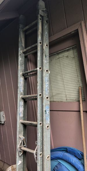 16 ft fiberglass extension ladder for Sale in Springfield, OR