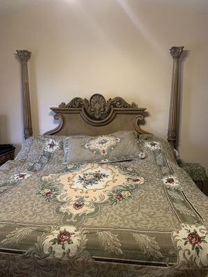 Beautiful King Size 6 Piece Master Bedroom Set For Sale for Sale in Commerce Charter Township, MI