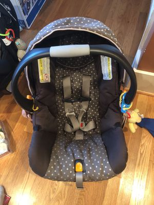 Chicco Keyfit 30 Car Seat with Base for Sale in Seattle, WA