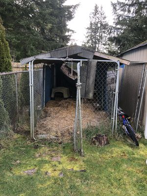 FREE Dog kennel. ***SOLD PENDING PICKUP for Sale in Lacey, WA