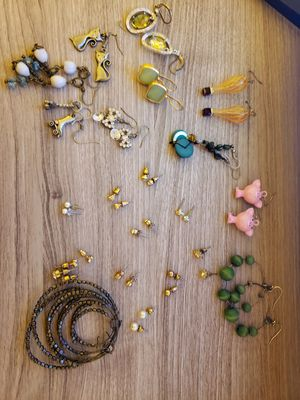 Dozens of pieces of costume jewelry! Necklaces, earrings, rings, and bracelets! for Sale in Portland, OR