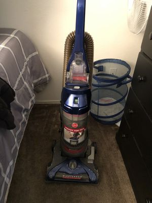 Hoover vacuum cord sucks in so no hassle cords out works great just bought a new shark for Sale in Lemon Grove, CA