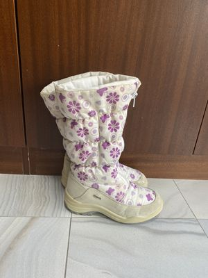 Girls Scandinavian snow boots sz 34 for Sale in Englishtown, NJ