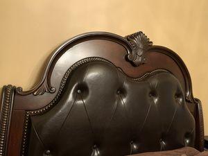 Wooden Queen Bedroom Set for Sale in Renton, WA