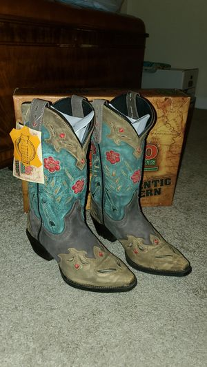 Women's cowboy boots size 7m for Sale in Christiana, TN